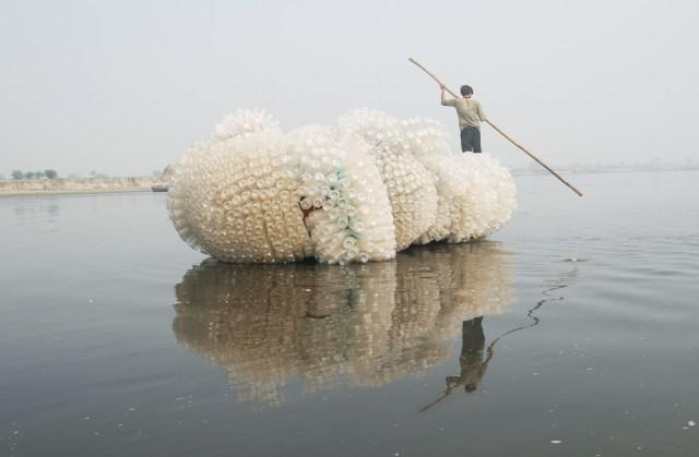 "Anne Percoco, ""Indra's Cloud"" (2009), plastic bottles, rope, boat, site-specific project in Vrindavan, India (courtesy Asian Cultural Council and Friends of Vrindavan)"