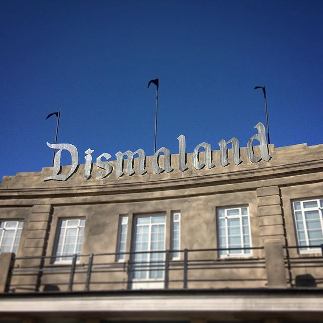 The sign at the entrance to Banksy's 'Dismaland' (photo by @hasslecreative/Instagram)