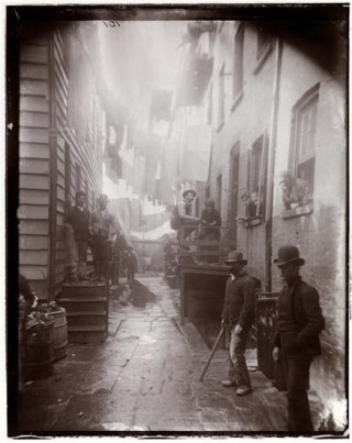 """""""Bandit's Roost"""" (half stereograph, right), photo by Jacob A. Riis (1890) (courtesy Museum of the City of New York, Gift of Roger William Riis)"""