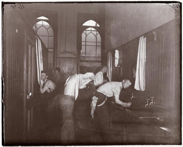 """""""'Washing Up' in the Newsboys' Lodging House,"""" photo by Jacob A. Riis (1889-1890) (courtesy Museum of the City of New York, Gift of Roger William Riis)"""