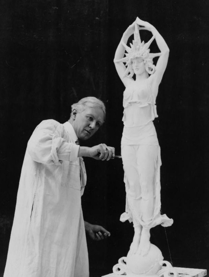 Alexander Stirling Calder designing a sculpture for the Panama-Pacific International Exposition in San Francisco (1913) (via Library of Congress)