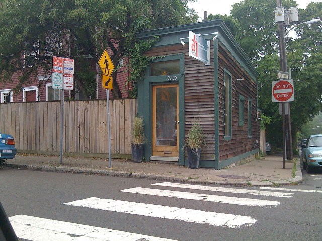 The O'Reilly Spite House in Cambridge, Massachusetts (photo by Arnold Reinhold/Wikimedia)