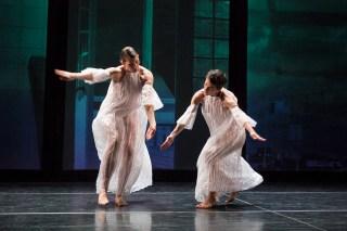 "Emily Stone (left) and Cori Kresge (right) in Stephen Petronio Company's performance of Trisha Brown's ""Glacial Decoy"" (photo by Yi-Chun Wu, courtesy Stephen Petronio Company)"