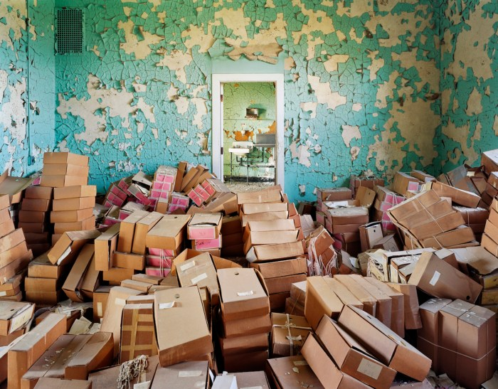 """Christopher Payne, """"State Records and Files, Spring Grove State Hospital, Catonsville, MD"""" (2008) (© Christopher Payne/Courtesy of Benrubi Gallery, NYC)"""
