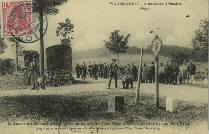 """""""At the Franco-German border, at Vic-Arracourt in Meurthe-et-Moselle, le German police refuses to allow a group of Roma Serbs kicked out of France into Germany"""" (early 20th century) (Musée National de l'Histoire de l'Immigration, Palais de la Porte Dorée)"""