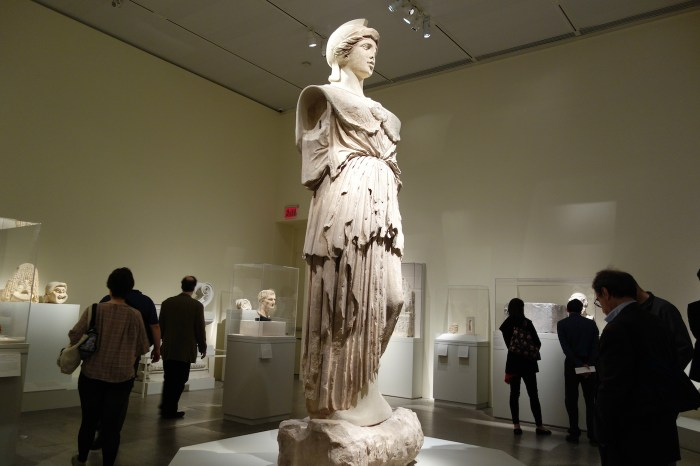 Statue of Athena Parthenos on view in 'Pergamon and the Hellenistic Kingdoms of the Ancient World' at the Metropolitan Museum of Art (photo by the author for Hyperallergic)