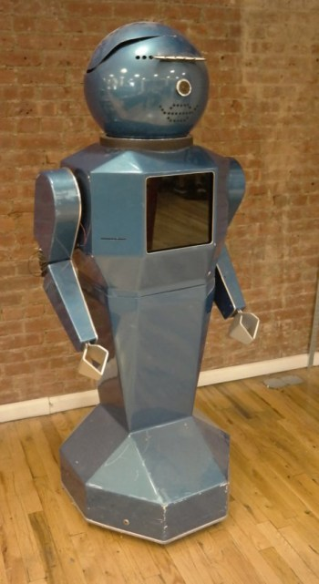 The blue robot that accompanies Tekserve to trade shows (click to enlarge)