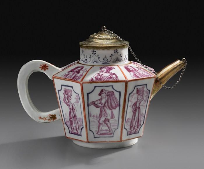 Du Paquier Porcelain Manufactory Teapot, 1725 Du Paquier porcelain H: 5 1/8 in. (13 cm) Collection Melinda Martin Sullivan and Paul R.C. Sullivan, M.D. 2016.15.98