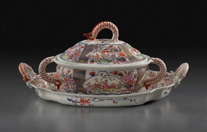Du Paquier Porcelain Manufactory Tureen and Stand, 1730‑1735 Du Paquier porcelain Tureen: 7 × 12 1/2 in. (17.8 × 31.8 cm) Stand: 16 5/8 × 10 3/8 in. (42.2 × 26.4 cm) Collection Melinda Martin Sullivan and Paul R.C. Sullivan, M.D. 2016.15.104