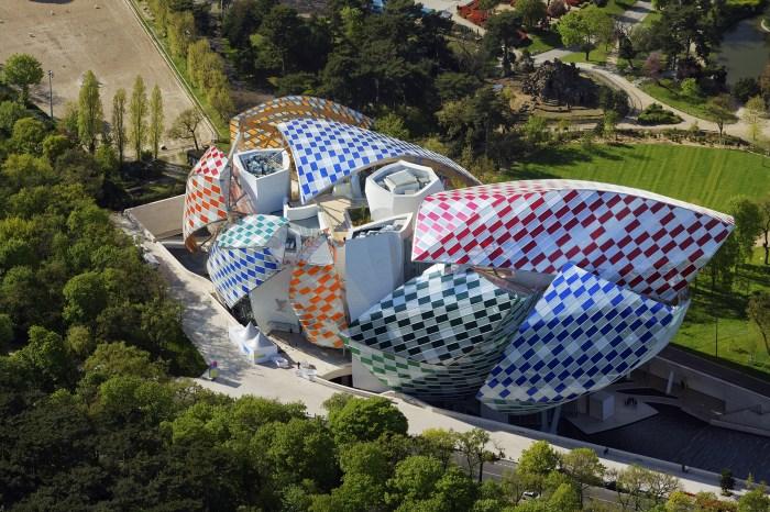 "Daniel Buren, ""Observatory of Light"" (2016) seen in overhead photo of Fondation Louis Vuitton (© Phillipe Guignard / Air Images / Fondation Louis Vuitton)"