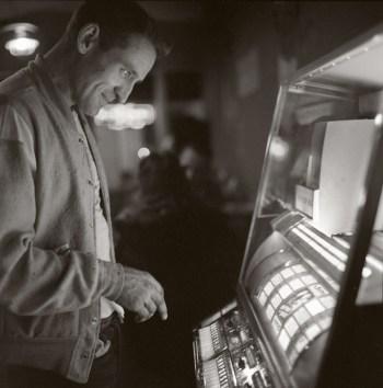 "Ettore Sottsass, ""Neal Cassady, Los Gatos, California"" (1962) (Centre Pompidou, MNAM-CCI, Bibliothèque Kandinsky, Fonds Sottsass © Adagp, Paris, 2016; photo © Centre Pompidou, MNAM-CCI, Bibliothèque Kandinsky, Fonds Sottsass)"