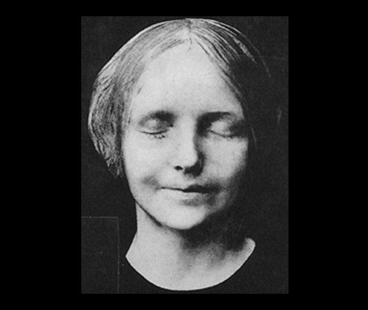 Death mask of L'inconnue de la Seine (1900 photograph) (via Wikimedia)