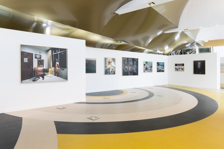 Installation view of Les Paradis, Rapport annuel at Université Paris II Panthéon-Assas (photo © UP2PA - direction de la communication - 2017)
