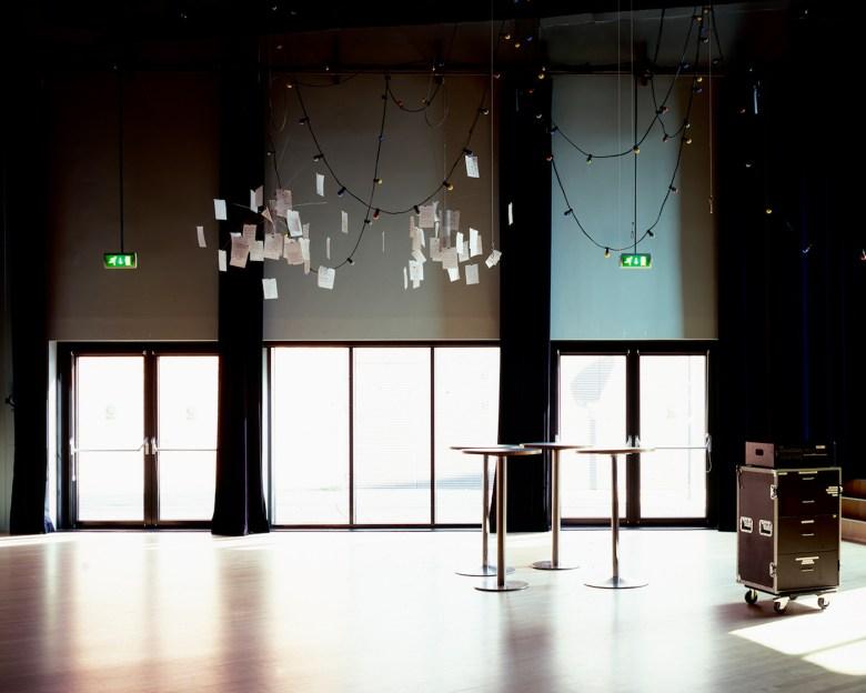 "Hrair Sarkissian, ""Theater de Veste 25/02/2015 00:00,"" from <em srcset="