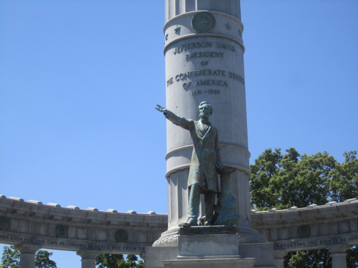 Jefferson Davis Monument on Monument Avenue in Richmond, Virginia (photo by Billy Hathorn, via Wikimedia Commons)