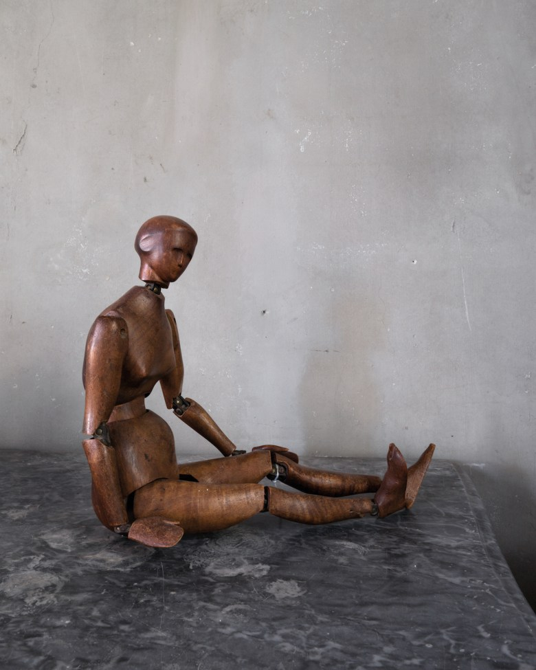 "Joel Meyerowitz, ""Mannequin"" (2018), from <em srcset="