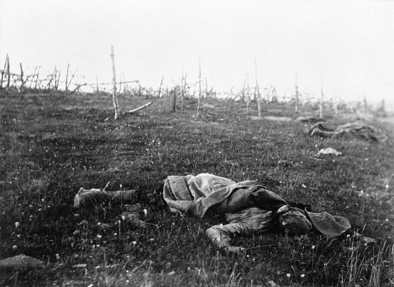 "Florence Farmborough, ""Dead Russian soldier, photographed on the road to Monasterzhiska (Ukraine)"" (1916 (© IWM (Q98431))"