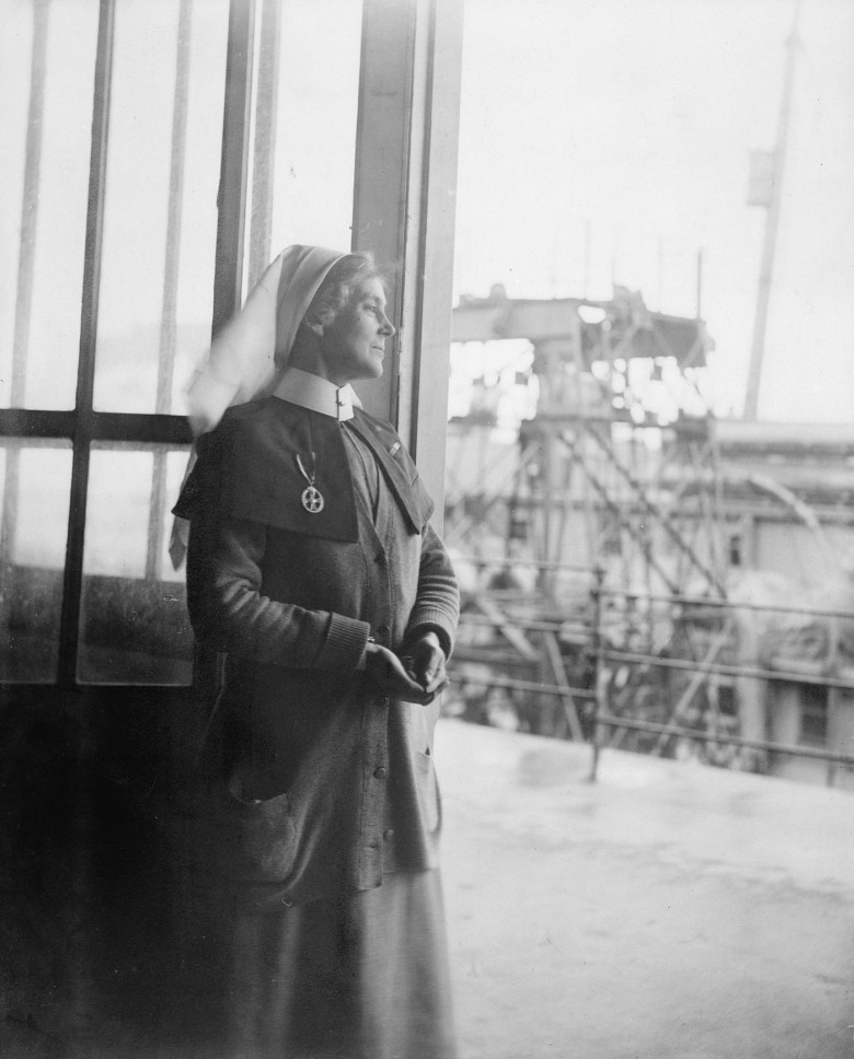 """Olive Edis, """"Miss Minns, Queen Alexandra's Imperial Military Nursing Service (QAIMNS), Matron of a Hospital on the Quay at Le Havre, France"""" (1919) (© IWM (Q8051))"""