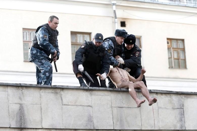 Russian law enforcement agents detaining Petr Pavlensky.