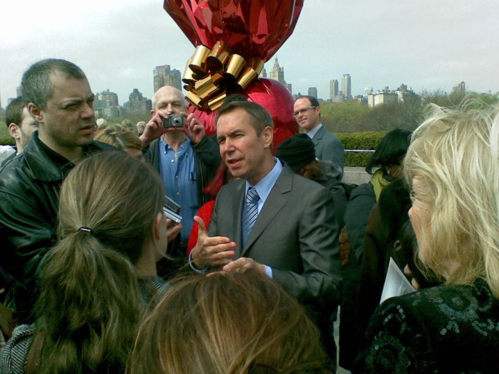 Jeff Koons conducting interviews on the Metropolitan Museum rooftop (photo by Art Comments, via Flickr)