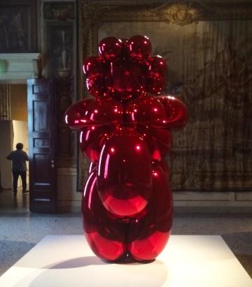 "Jeff Koons, ""Balloon Venus (Red)"" (2008–12), in <em srcset="