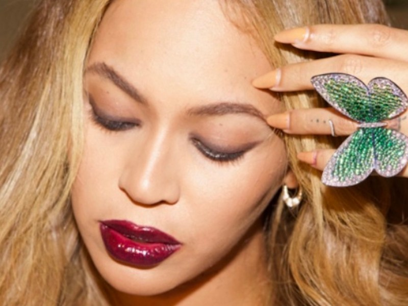 Beyoncé wearing the 'Papillon' ring designed by Glenn Spiro (photo by Jay-Z)