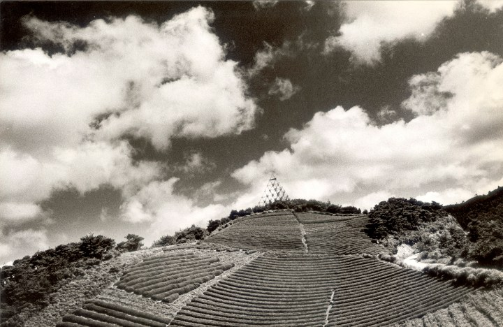 """The Play, """"Thunder"""" (1977-86), documentary photograph of pyramid structure constructed for outdoor performances (photo courtesy of The Play)"""