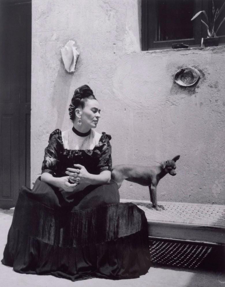 "Lola Alvarez-Bravo, ""Frida Kahlo (with dog)"" (c. 1944), gelatin silver print, 10 x 8 inches (Center for Creative Photography, University of Arizona: Lola Alvarez Bravo Archive, © 2019 Center for Creative Photography, The University of Arizona Foundation / Artists Rights Society (ARS), New York)"