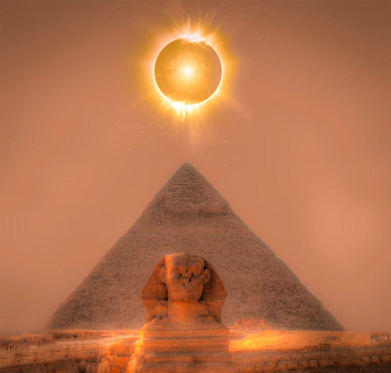 piramid-and-moon