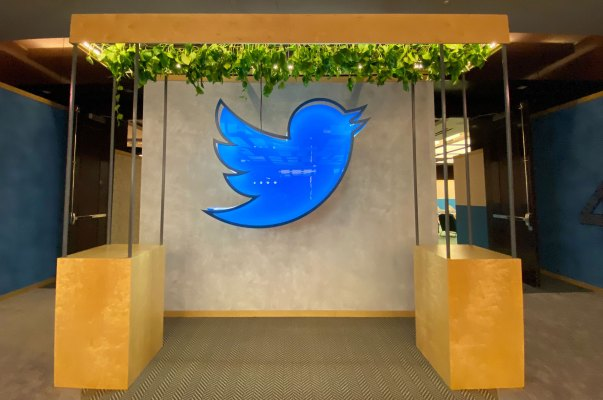 twitter confirms plans to experiment with new models like subscriptions in 2021 hyperedge embed image