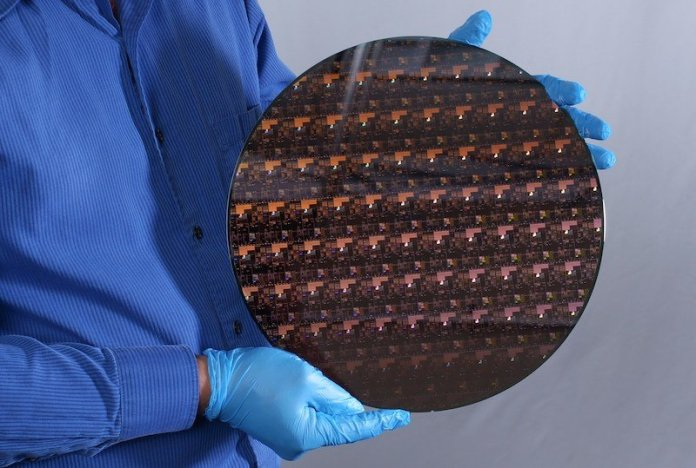 ibms 2 nm chip dazzles with 50 billion transistors in tiny package hyperedge embed image
