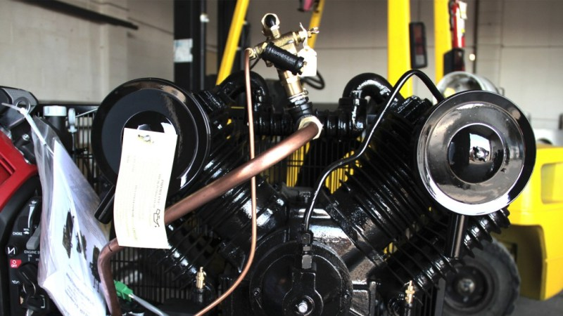 4 piston pump, front view
