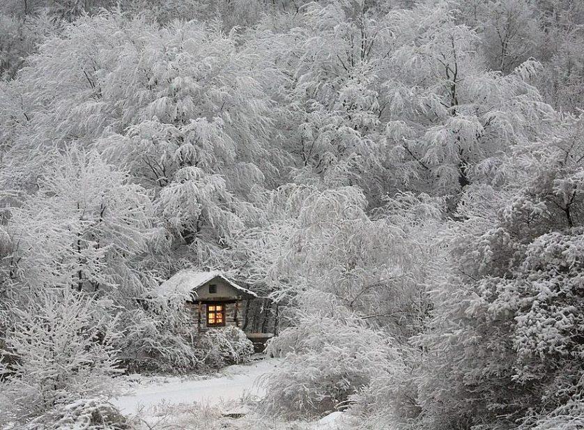 casas-solitarias-cobertas-de-neve-20