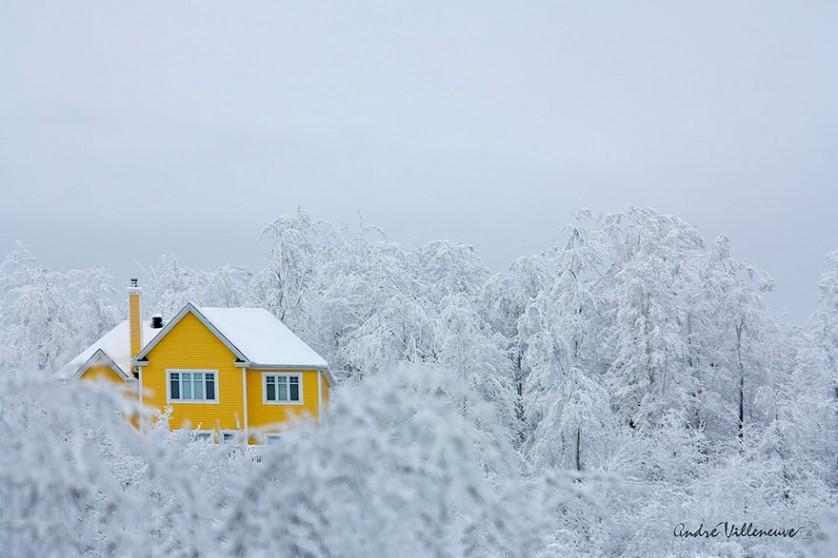 casas-solitarias-cobertas-de-neve-26