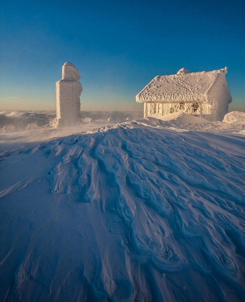casas-solitarias-cobertas-de-neve-35