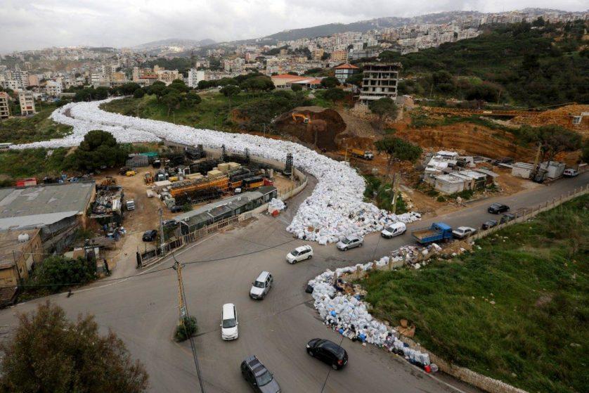 rio de lixo libano3