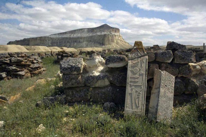 monumento-pedras-cazaquistao