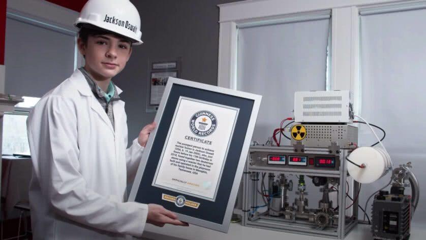 Jackson e il suo certificato di record da Guinness World Records