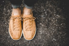 nike-833132-007-mayfly-woven-curry-5