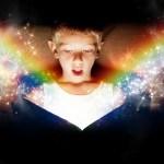 kind mit buch Magie Zeitreise Regression Kindheit