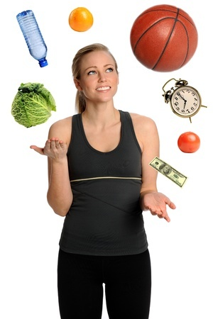 frau jongliert Körperliche Fitness Lebensqualität Gesundheit