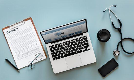 klinik stethoskop laptop