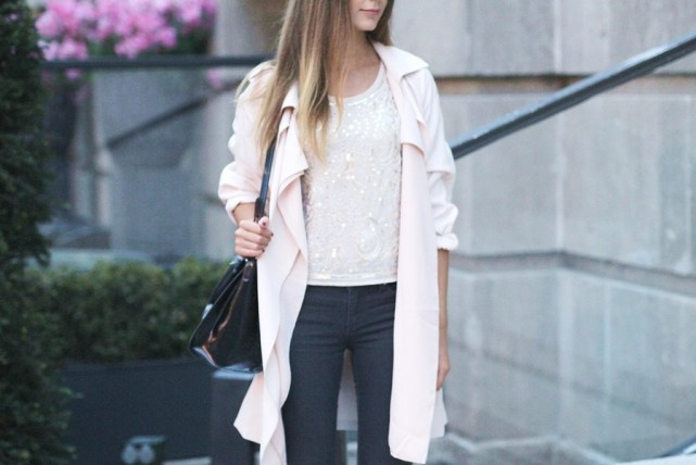 Rosa Trenchcoat Outfit 16