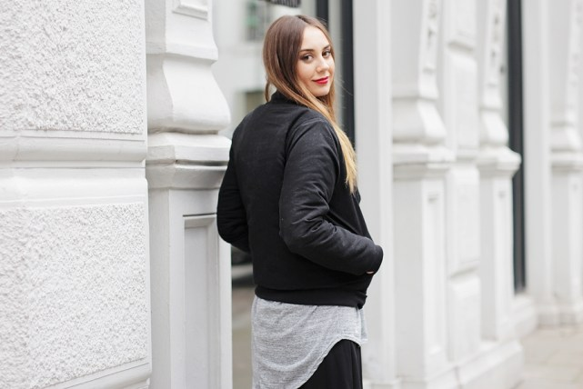 Der deutscher Modeblog zeigt eine Outfit Kombination mit Rock im Herbst. Der German Fashion Blog shows a Streetstyle with Maxi Skirt.