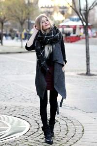Auf dem Fashionblog Hypnotized zeigt Fashionbloggerin Laura wie sie eine kuschelige Strickweste trägt.