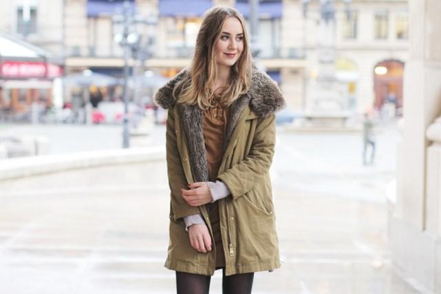 Modeblog-German-Fashion-Blog-Outfit. Herbst Outfit Schnürkleid mit Parka.
