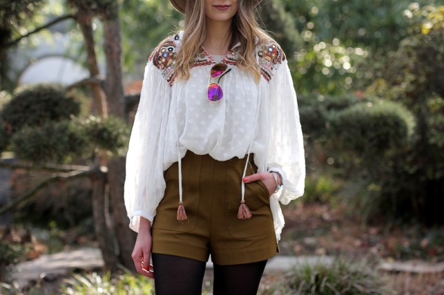 Deutscher-Modeblog-German-Fashion-Blog-Outfit-Boho-Look-Bluse-Shorts-13