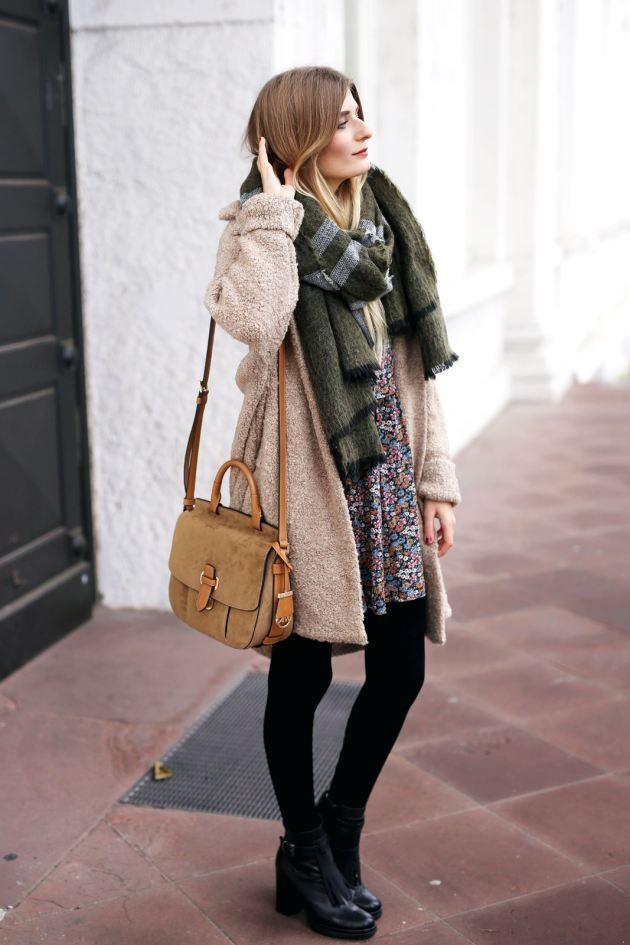 Modebloggerin Laura trägt ihre neue Michael Kors Tasche zu einem herbstlichen Outfit.