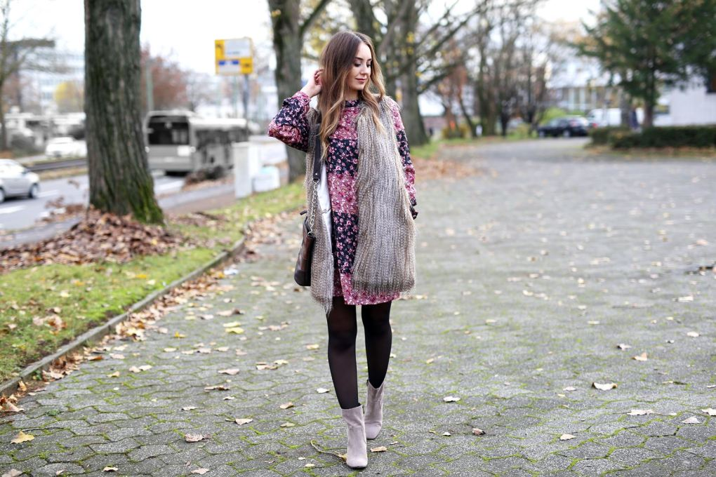 modeblog-german-fashion-blog-outfit-bluemchenkleid-fake-fur-weste-4