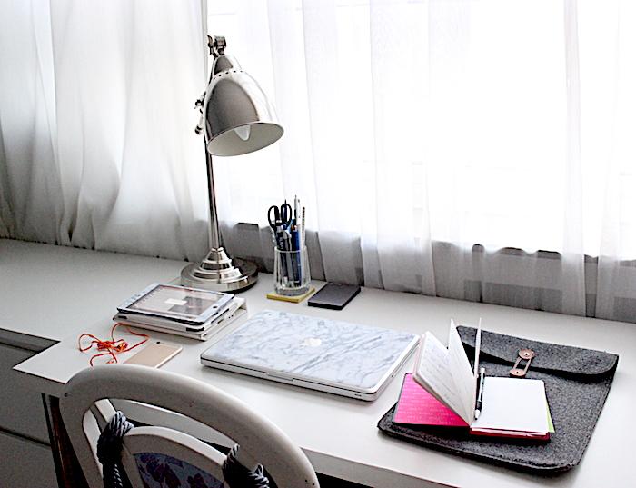 Blogger Arbeitsplatz mit Schreibtisch bei deutschen Interior Blogger